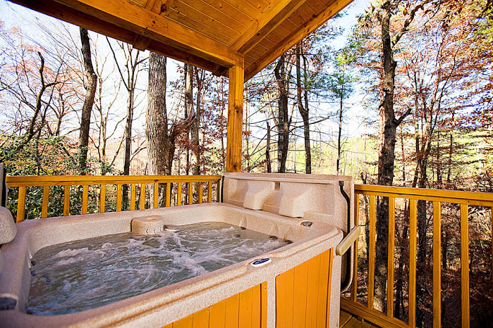 cedar creek cabin rentals hot tub in helen ga